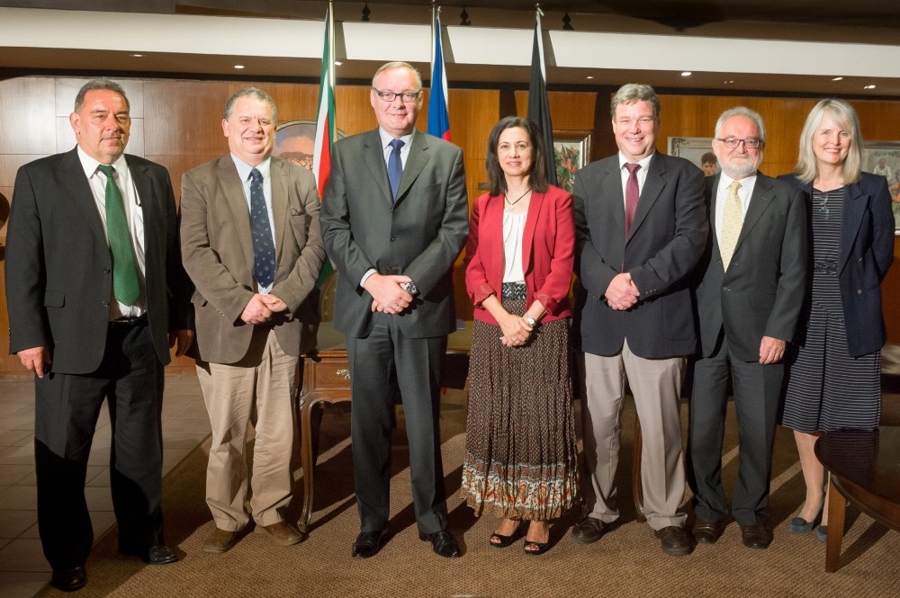 Group photo - Signing the agreement - ITM & University of Pretoria
