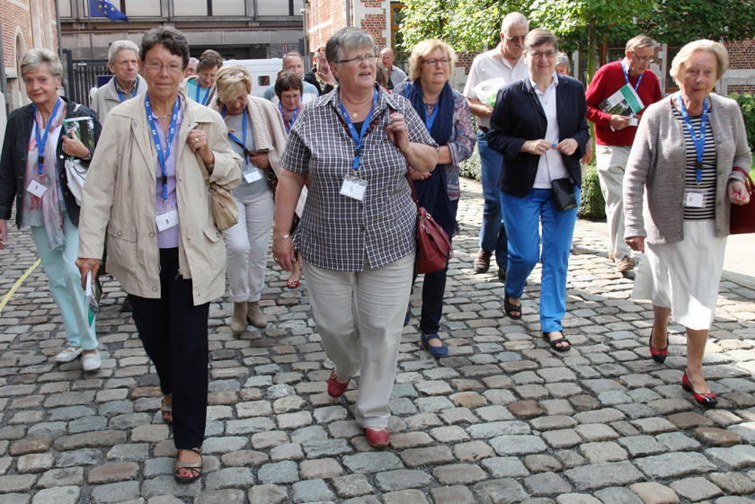 The first visitors take a look around the former monastery.